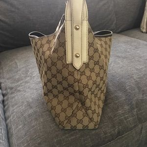 Gucci  shoulda bucket bag.